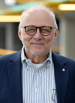 photo of University Professor M. Tamer Özsu