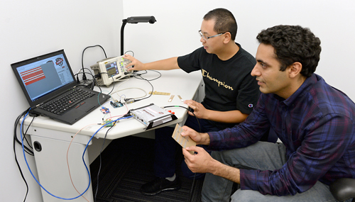 Ju Wang and Omid Abari demonstrate the wireless keypad clicker they invented by hacking RFID sensors