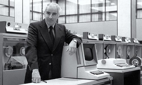photo of Wes Graham beside an IBM 360/75