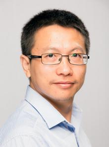 photo of Professor Yaoliang Yu